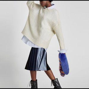 ZARA Knitwear Collection. Oversized Cream Sweater.
